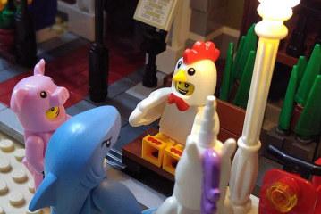 Chicken Suit Guy – Minifigures