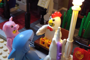 Chicken Suit Guy – Minifigures