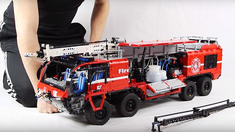 MOC – LEGO Technic Airport Crash Tender