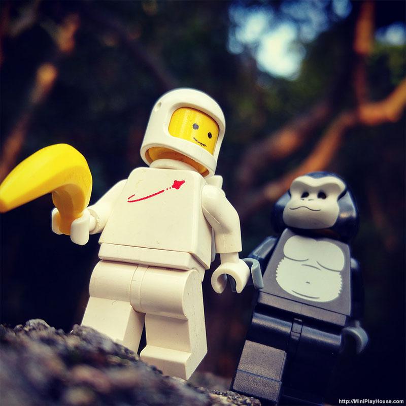 classic_spaceman_minifigures_01